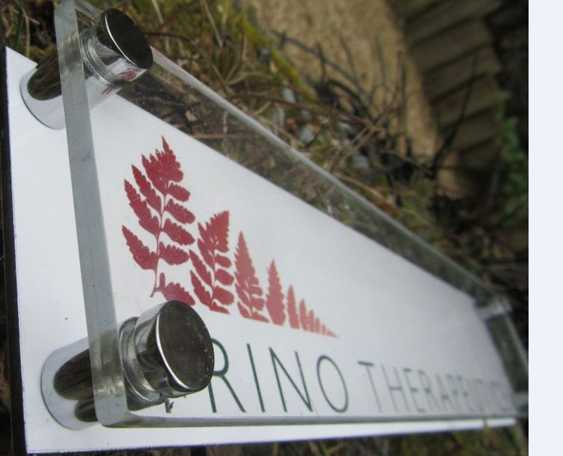 ACRYLIC & DIGITALLY PRINTED SIGNS