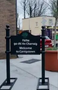 Carrigstown cast housing estate sign with Engiish and Irish text